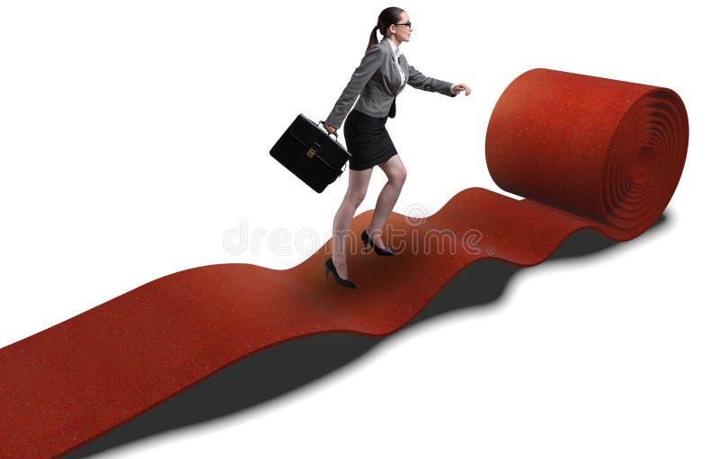 Mulher de neg?cios no tapete vermelho no conceito do sucesso fotos de stock