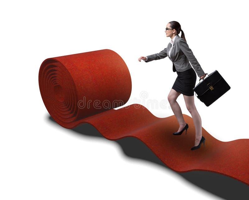 Mulher de neg?cios no tapete vermelho no conceito do sucesso fotografia de stock
