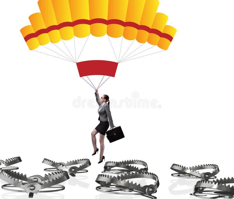 Mulher de neg?cios que cai na armadilha no paraquedas imagem de stock royalty free