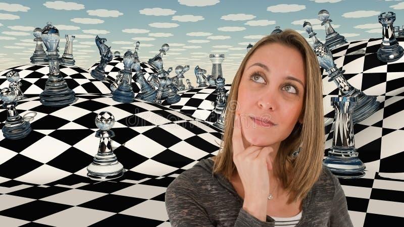 Mulher de pensamento Jogo de xadrez fotografia de stock