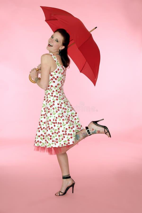 Mulher de Pinup no vestido da cereja fotos de stock royalty free