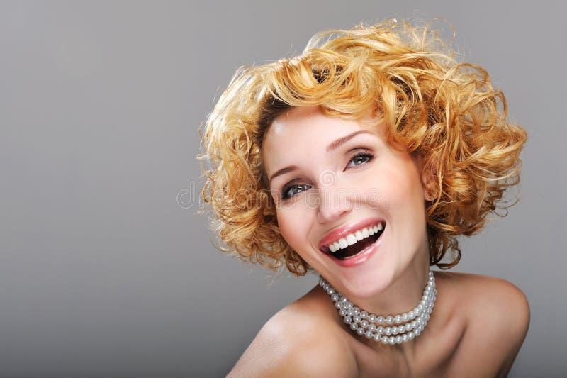 Mulher de riso bonita imagem de stock royalty free