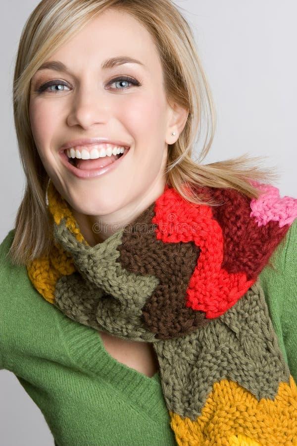 Mulher de riso do inverno foto de stock