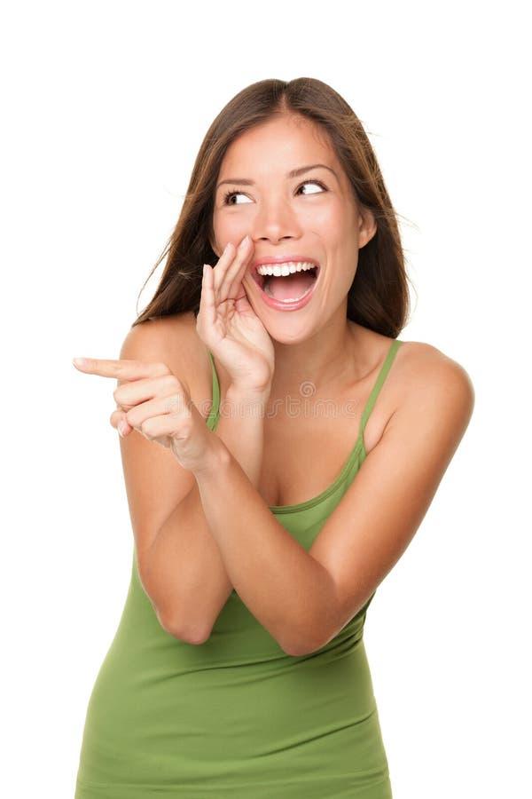Mulher de riso e apontando imagem de stock