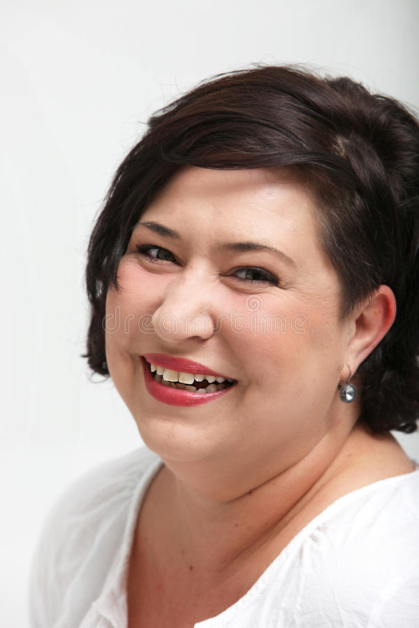 Mulher de riso Vivacious do excesso de peso imagens de stock