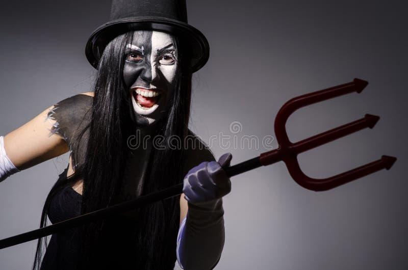 Mulher de Satana com forcado fotografia de stock