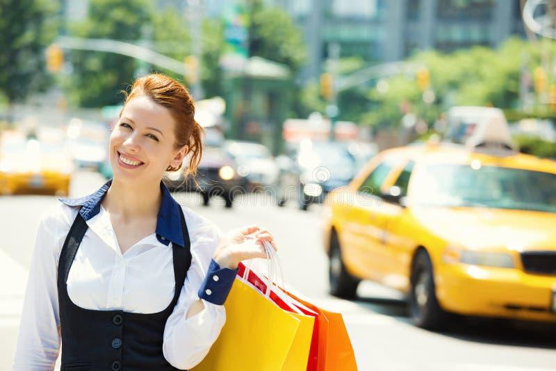 Mulher de Shoppping em New York City fotos de stock