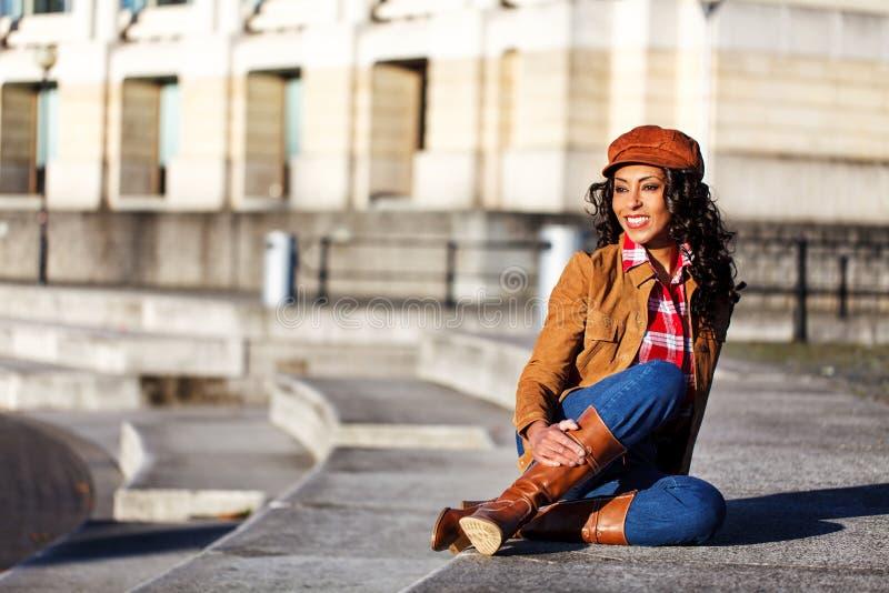 Mulher de sorriso americana africana foto de stock royalty free
