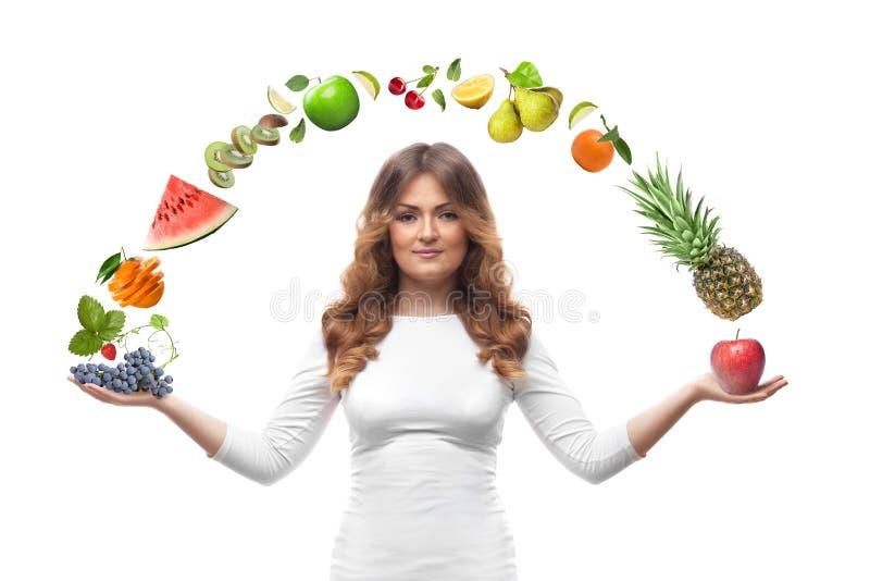 Mulher de sorriso com os frutos isolados foto de stock royalty free