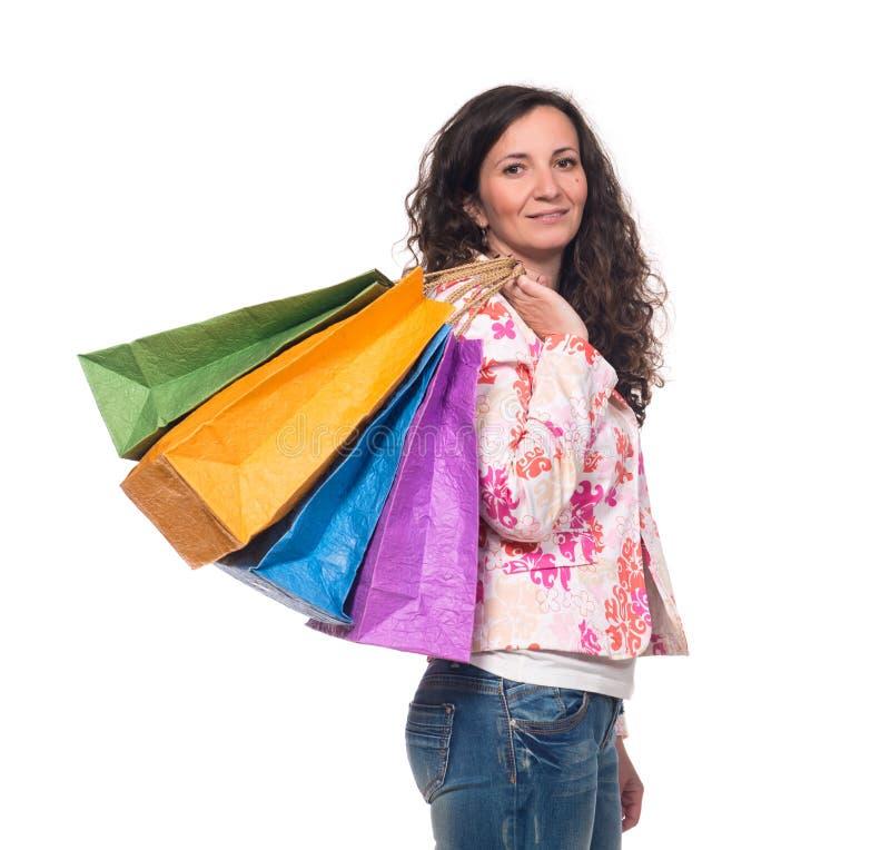 Mulher de sorriso com sacos de compra fotografia de stock royalty free