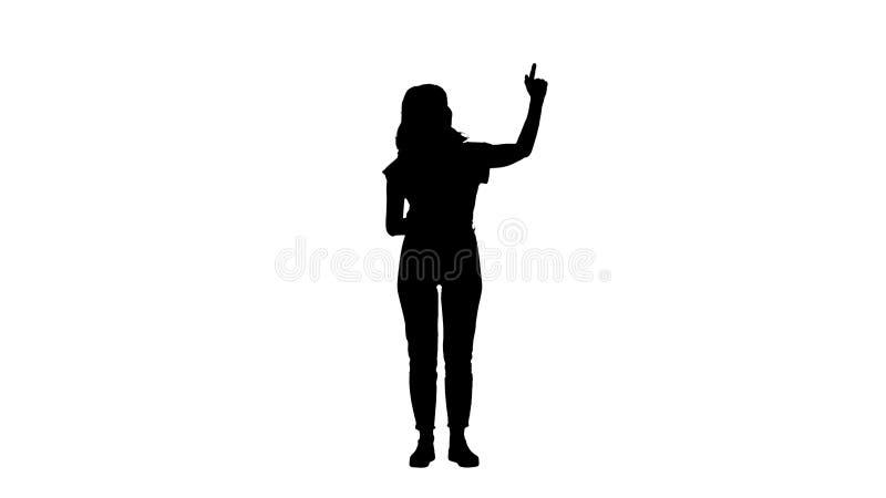 Mulher de sorriso da silhueta na roupa ocasional que apresenta algo, empurrando bot?es imagin?rios ilustração royalty free