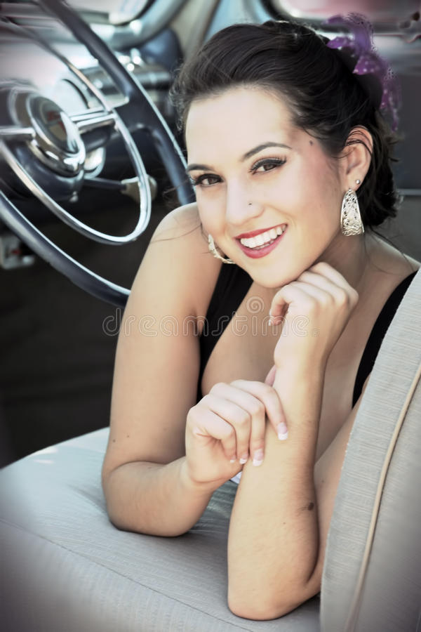 Mulher de sorriso de Pinup foto de stock