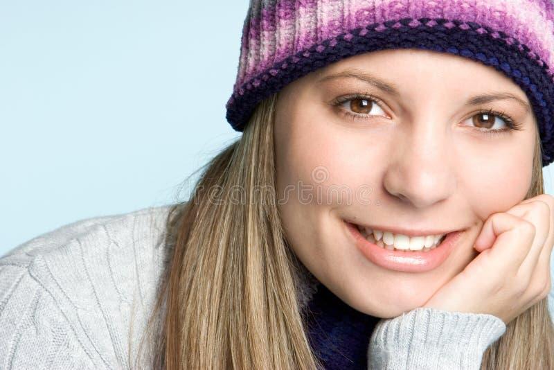 Mulher de sorriso do inverno fotografia de stock royalty free