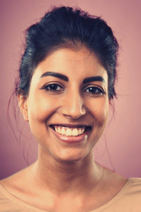 Mulher de sorriso do retrato imagem de stock royalty free