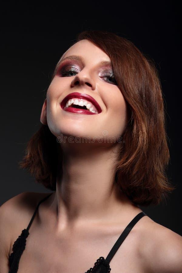 Mulher de sorriso feliz à moda do retrato fotografia de stock royalty free