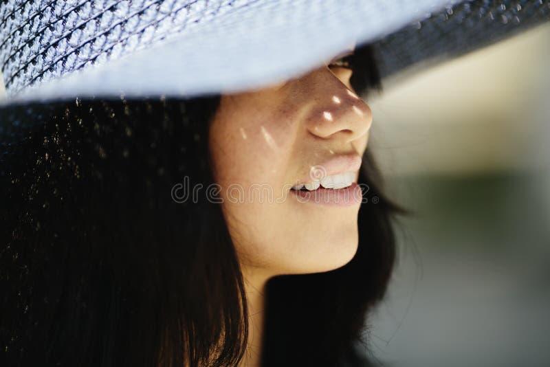 Mulher de sorriso feliz imagens de stock