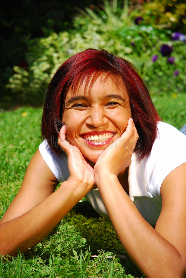 Mulher de sorriso feliz fotografia de stock