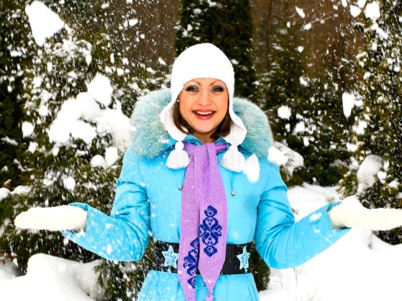 Mulher de sorriso nova imagens de stock royalty free