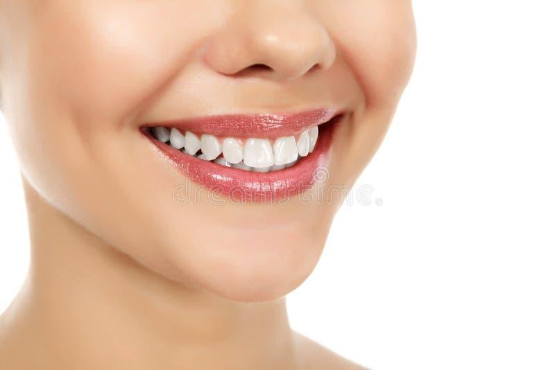 Mulher de sorriso nova foto de stock