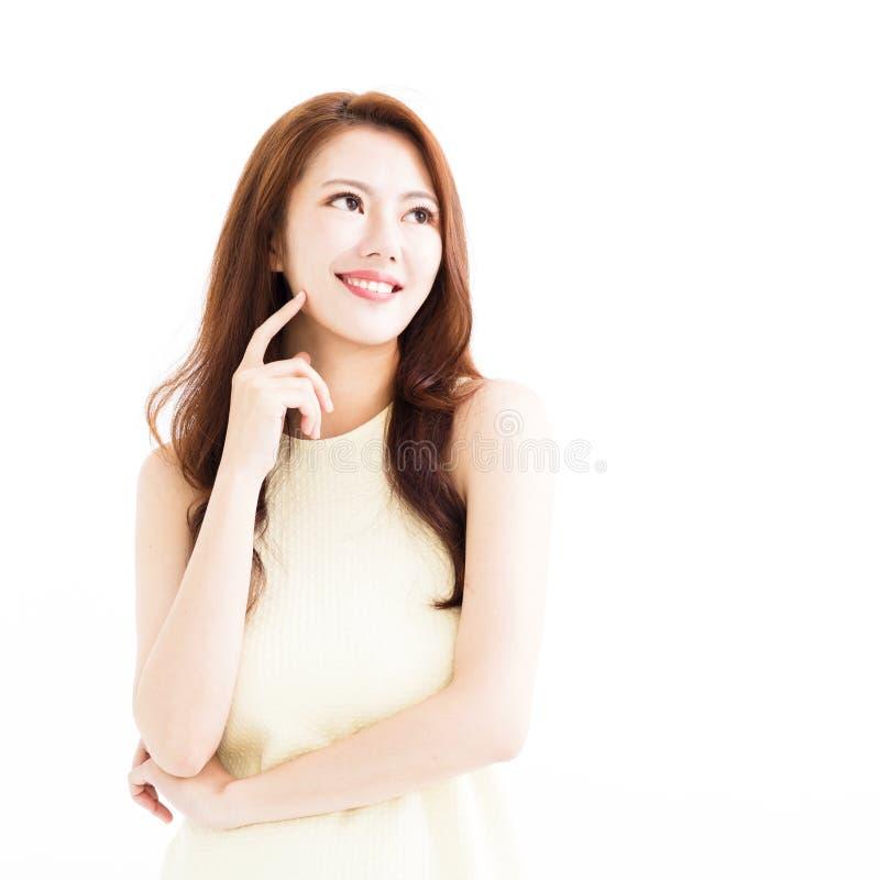 Mulher de sorriso nova com gesto de pensamento fotos de stock