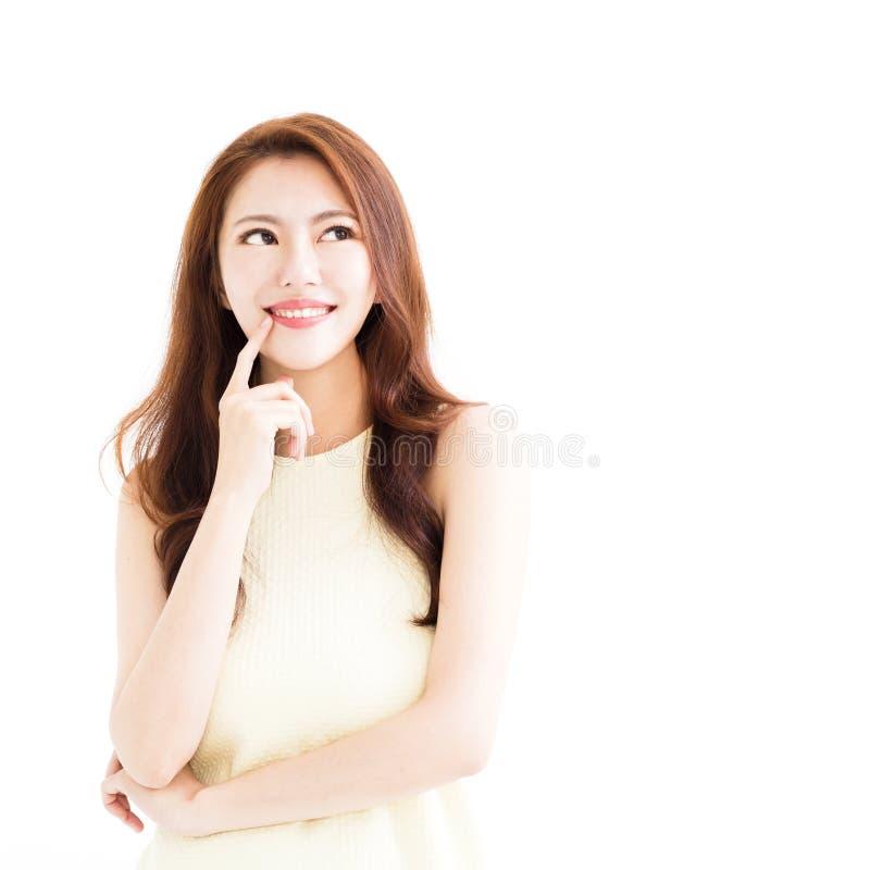Mulher de sorriso nova com gesto de pensamento imagens de stock