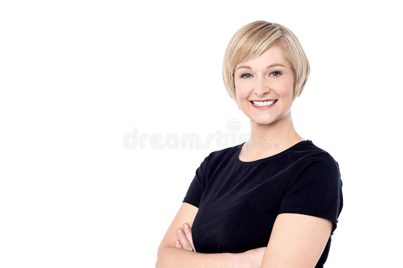 Mulher de sorriso que levanta ocasionalmente fotos de stock