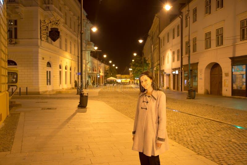 Mulher de viagem de Sibiu fotos de stock