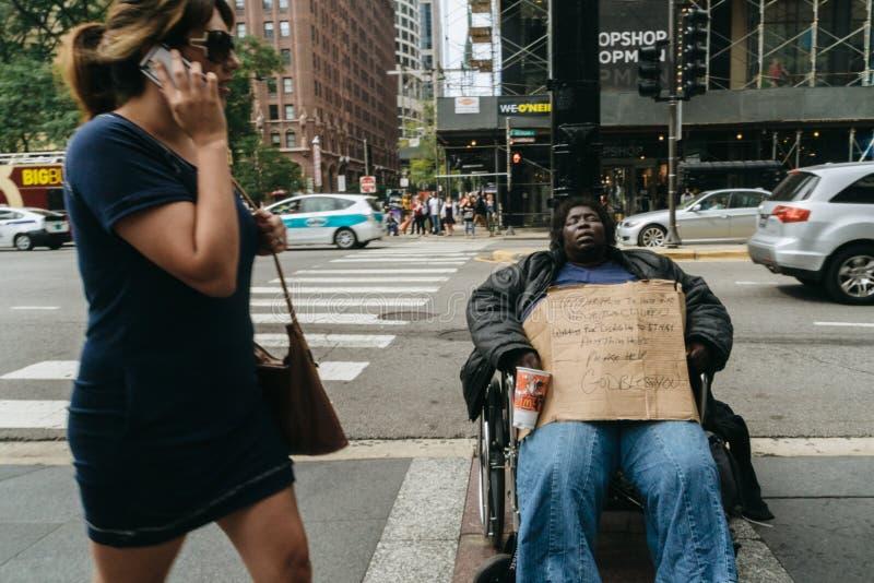 Mulher desabrigada em Chicago fotos de stock royalty free