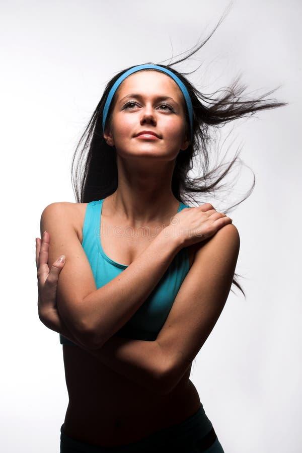 Mulher desportiva sobre o fundo branco imagem de stock