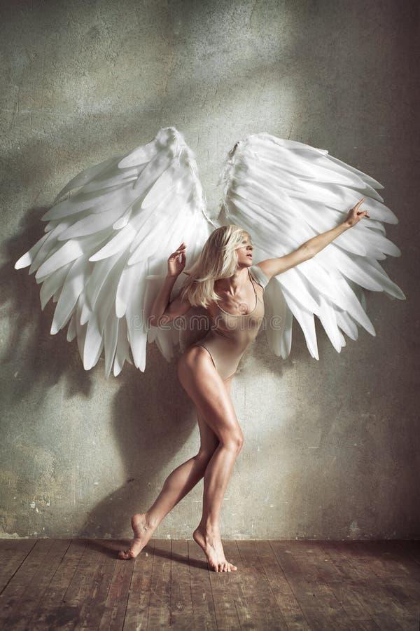 Mulher do anjo fotos de stock royalty free