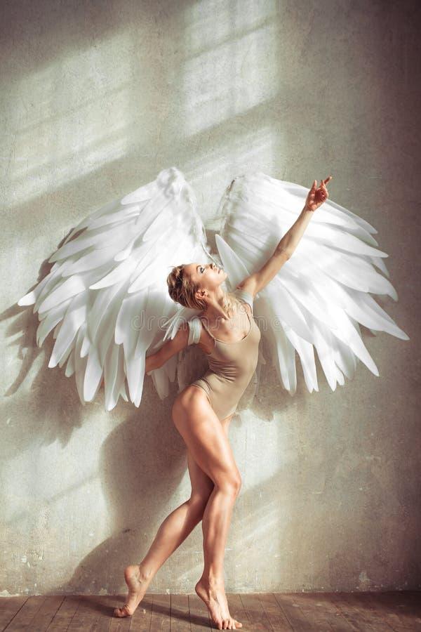Mulher do anjo fotografia de stock