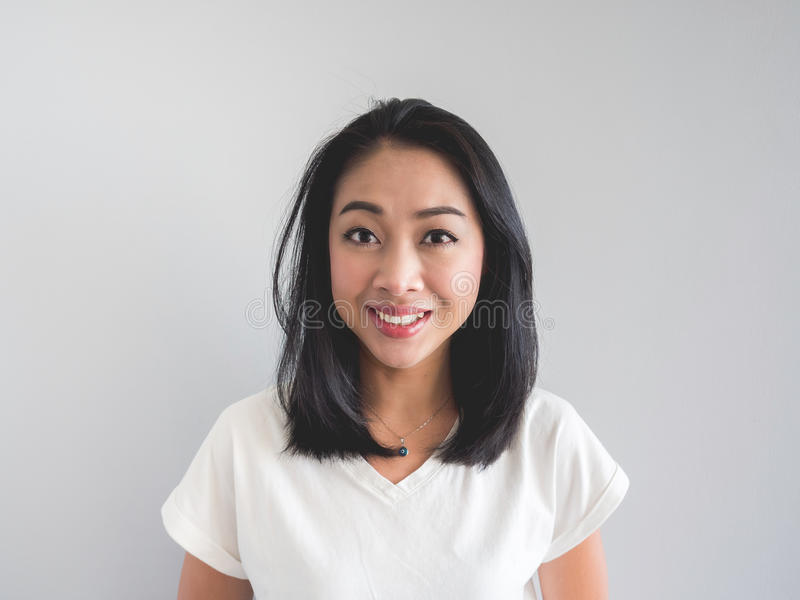Mulher do asiático do sorriso foto de stock royalty free