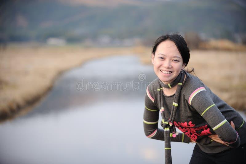 Mulher do asian do sorriso foto de stock royalty free