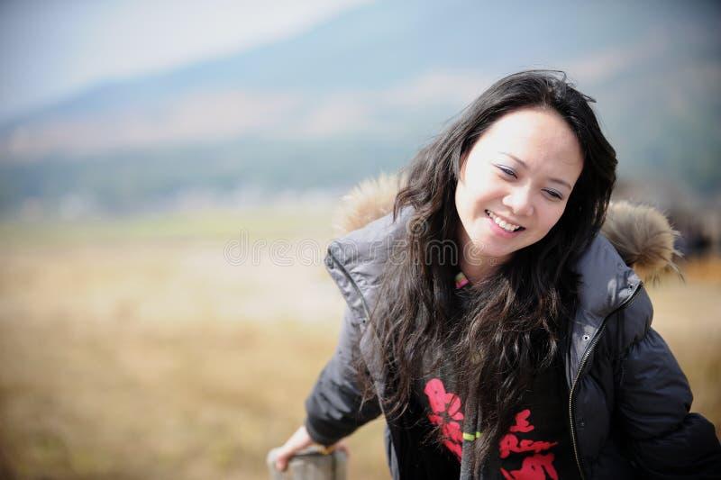 Mulher do asian do sorriso fotos de stock royalty free