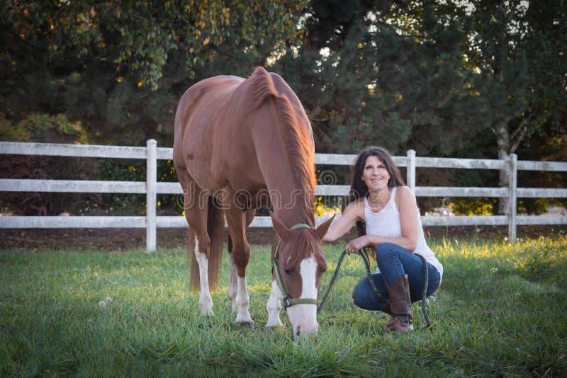 Mulher do cavalo fotografia de stock