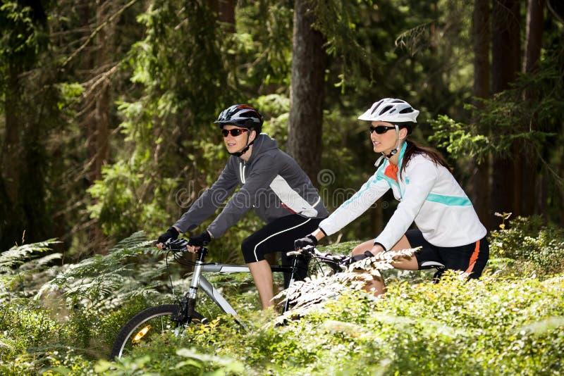 Mulher do ciclismo fotografia de stock royalty free