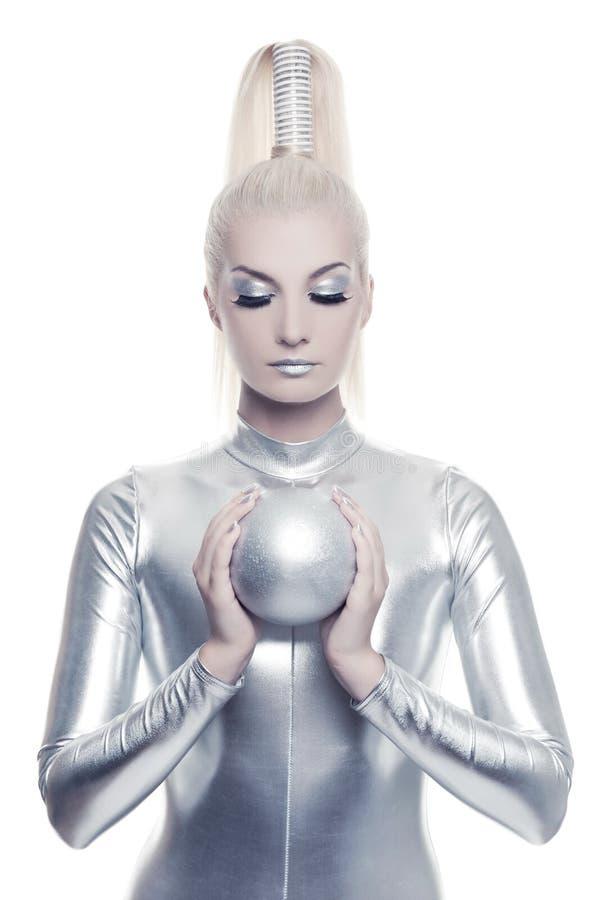 Mulher do Cyber com esfera de prata fotografia de stock royalty free