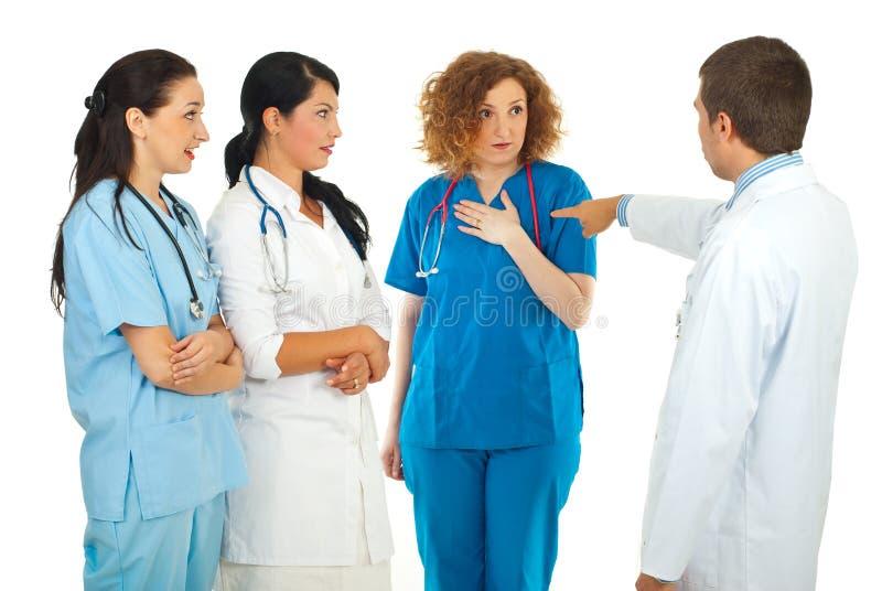 Mulher do doutor da culpa do gerente do hospital imagens de stock royalty free