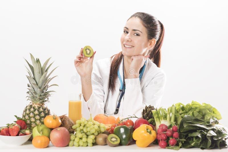 Mulher do doutor do nutricionista fotografia de stock royalty free