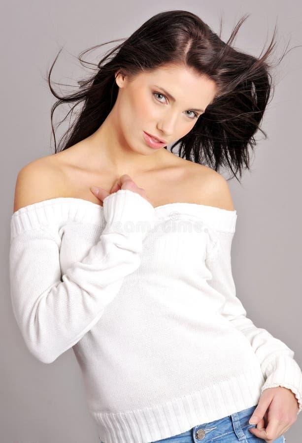 Mulher do encanto. penteado imagens de stock