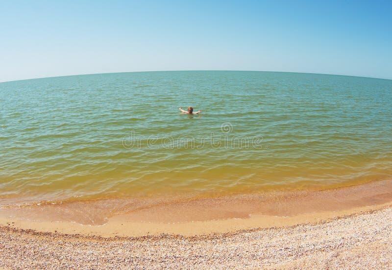 Mulher do envelhecimento na água do mar fotografia de stock royalty free