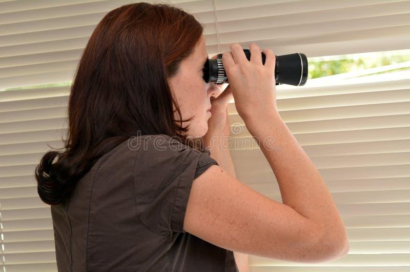 Mulher do espião fotos de stock royalty free