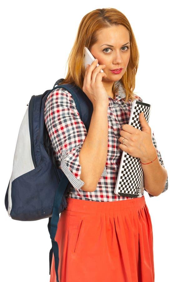 Mulher Do Estudante Que Fala Pelo Telefone Foto de Stock