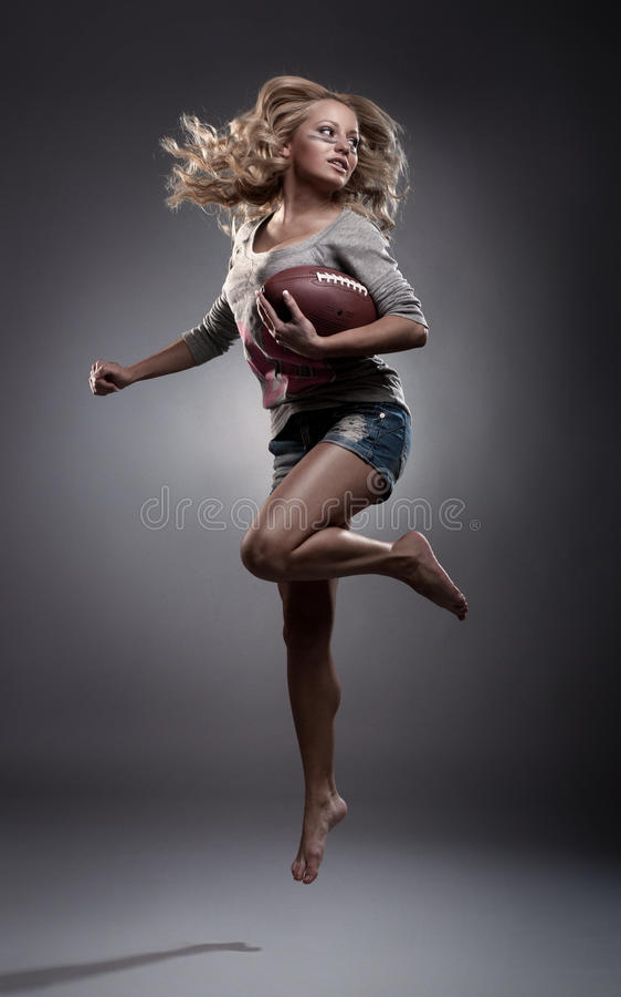 Mulher do futebol americano imagem de stock
