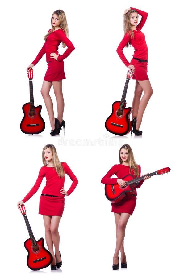 A mulher do guitarrista no branco imagens de stock royalty free