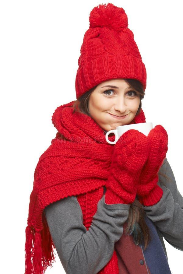 Mulher do inverno que guarda o copo de chá foto de stock royalty free
