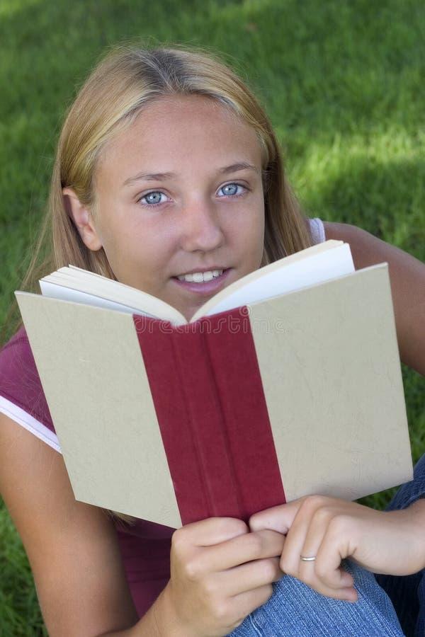 Mulher do livro foto de stock royalty free
