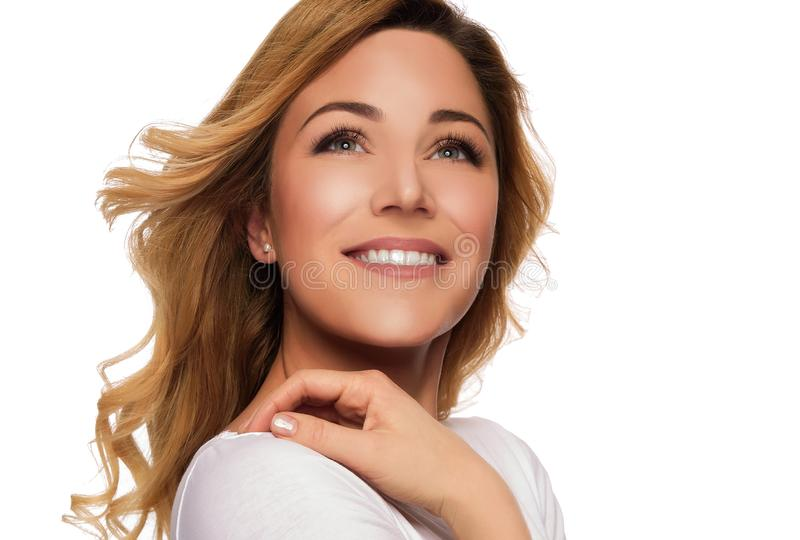 Mulher do modelo do cabelo louro Retrato fêmea Tiro do estúdio foto de stock royalty free