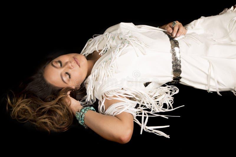 Mulher do nativo americano que coloca com sono fechado dos olhos fotos de stock royalty free