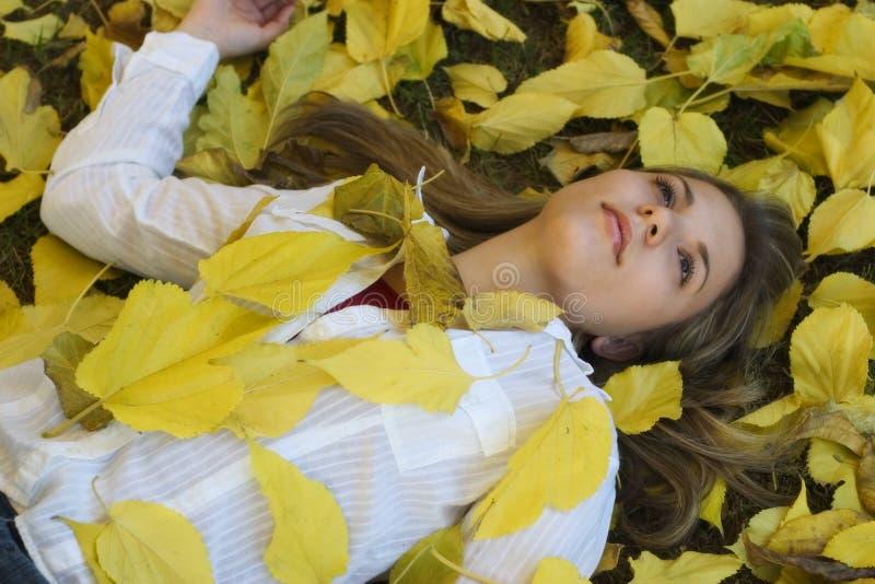 Download Mulher do outono foto de stock. Imagem de povos, bonito - 50536